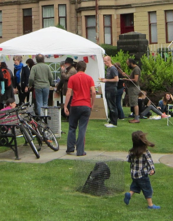 Dennistoun Buffalo Bill Square Big Lunch 2012 People 03